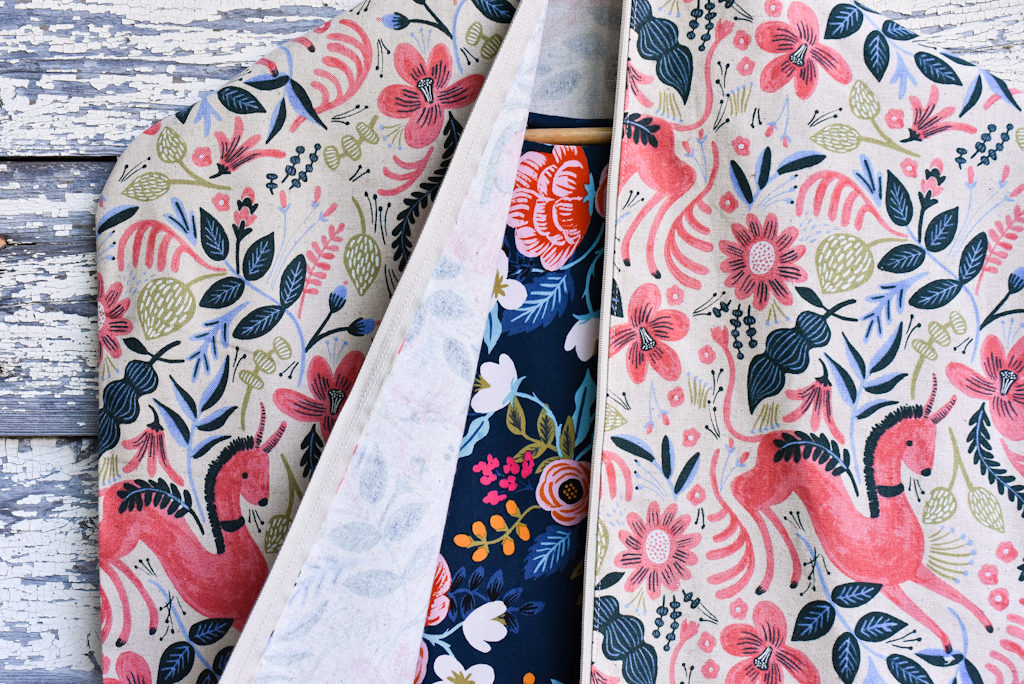 Les Fleurs Garment Bag